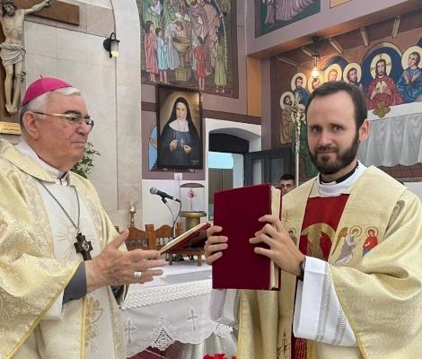 Nablus: feligreses de Rafidia dan la bienvenida a su nuevo sacerdote, el padre Miguel Perez Jiménez