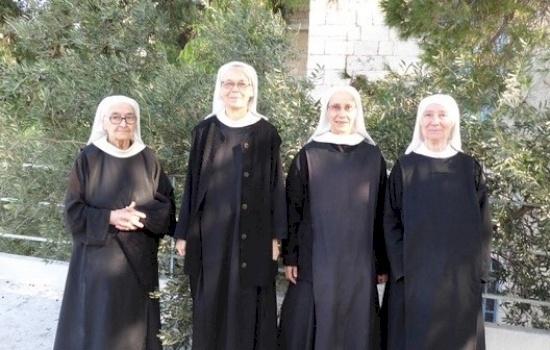 Le Suore Benedettine di Nostra Signora del Calvario pregano per il mondo e per i capi politici