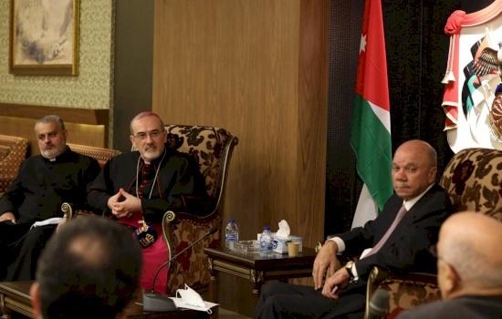 البطريرك بييرباتيستا بيتسابالا يلتقي رئيس مجلس الأعيان فيصل الفايز