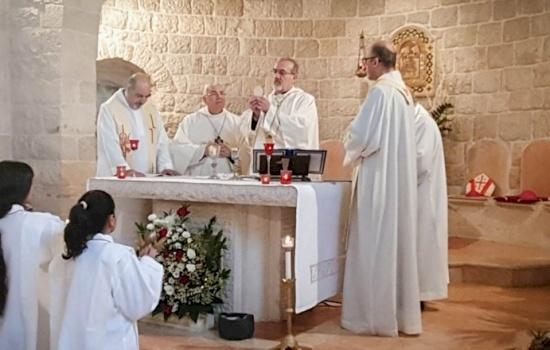 Una delegazione patriarcale visita la parrocchia di Ain Arik