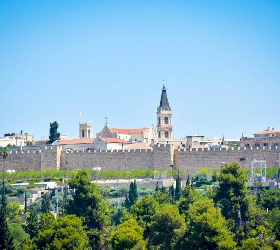 أبرشية القدس تدعو إلى رفع الصلوات من أجل الشعب اللبناني