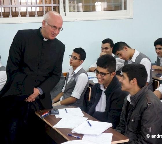 التعليم عن بُعد في مواجهة أزمة كورونا، بقلم الأب عماد الطوال