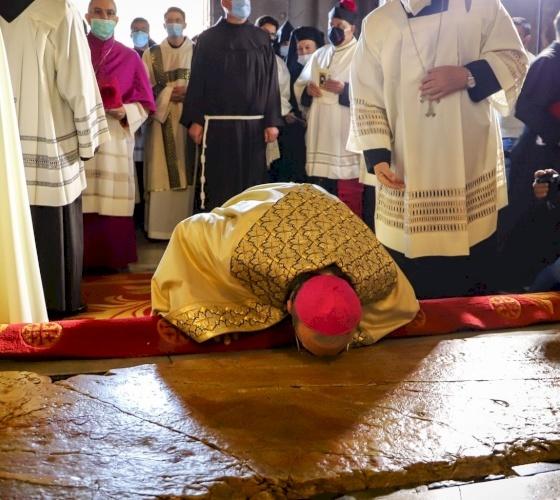 El Patriarca Pierbattista Pizzaballa entra solemnemente al Santo Sepulcro