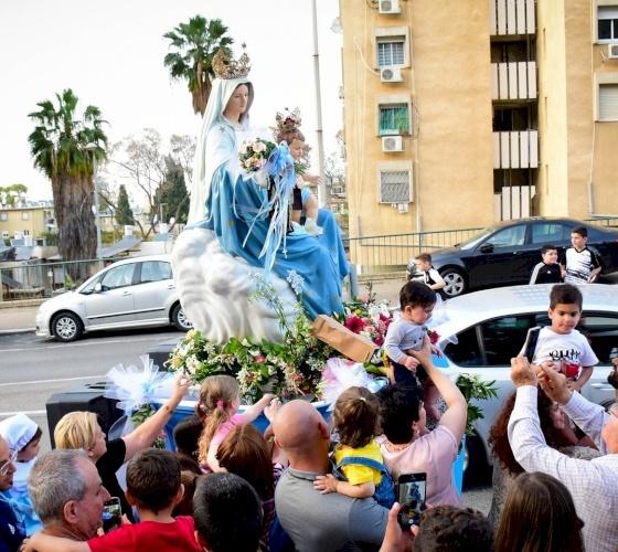 I cristiani di Haifa celebrano in modo alternativo la processione di Nostra Signora del Monte Carmelo