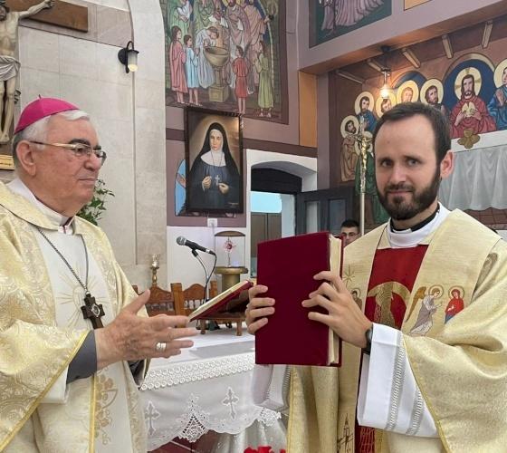 Nablus: Parishioners of Rafidia welcome their new priest, Fr. Miguel Perez Jimenez