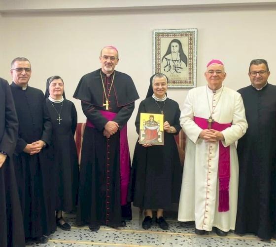 Le Patriarche Pizzaballa rend visite à la nouvelle Supérieure générale des Sœurs du Rosaire pour la féliciter
