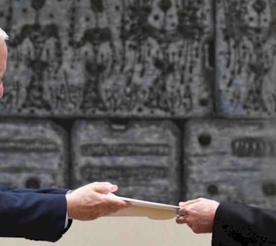 El nuevo nuncio apostólico Leopoldo Girelli presenta credenciales al presidente Rivlin