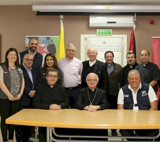 توقيع ١٢ اتفاقية تعاون بين مدارس البطريركية اللاتينية وكاريتاس الأردن لصالح اللاجئين السوريين