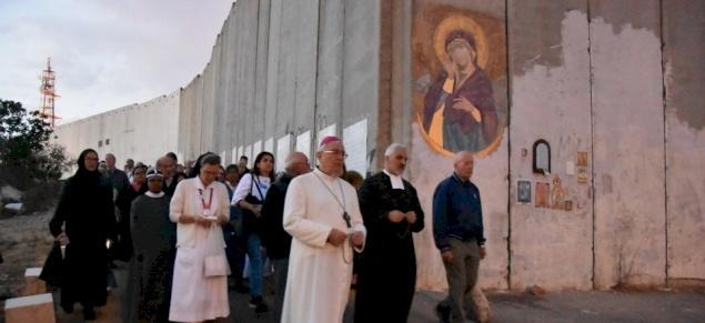 الصلاة للسيدة العذراء هادمة الجدران من أجل السلام