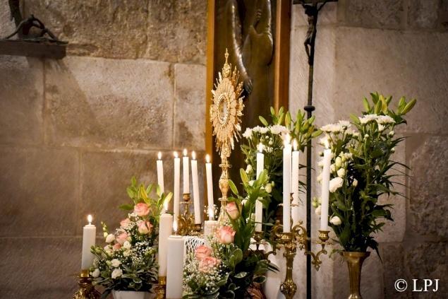 الأحد ١٥ آذار: البطريركية اللاتينية تُقيم سجودًا للقربان الأقدس للتكفير وطلب الرحمة والعون الإلهي
