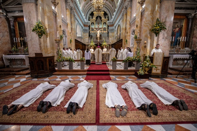 ستة شمامسة انجيليين جدد للرهبنة الفرنسيسكانية في القدس