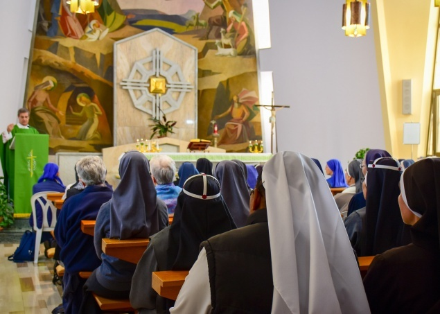 Religious Families of Holy Land share weekly prayers with faithful