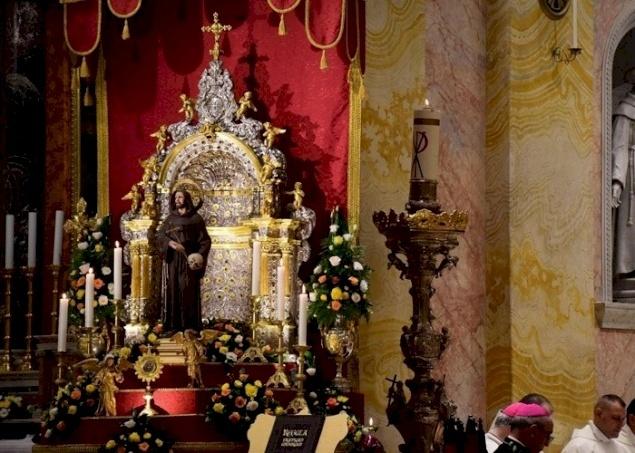 Vídeo: Misa Solemne de San Francisco de Asís en la Iglesia de San Salvador