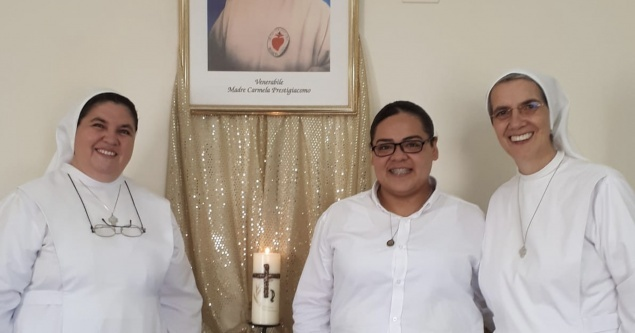 Sisters of the Sacred Heart of the Incarnate Word pray for humanity