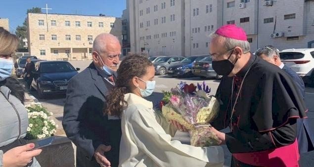 Ramallah: Première visite du Patriarche Pizzaballa à la paroisse de la Sainte Famille