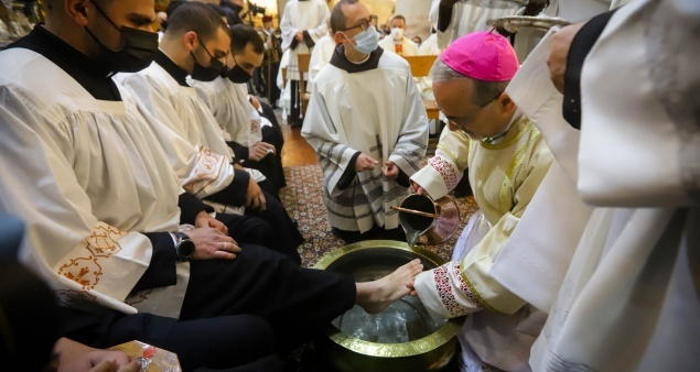 Video and photos: Holy Thursday Mass from the Holy Sepulchre