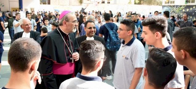 Année jubilaire lasallienne : Mgr Pizzaballa rend visite au Collège des Frères de Bethléem