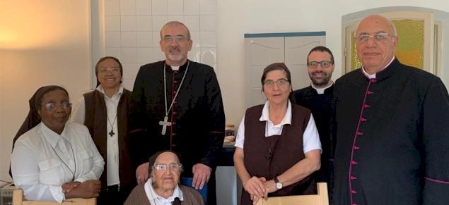 المدبر الرسولي بييرباتيستا بيتسابالا يزور الجماعات الرهبانية في الجليل